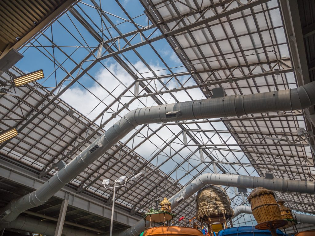 OpenAire's retractable roof over the waterpark at Kalahari Resorts in Pocono Mountains, Pennsylvania.